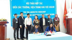 Penandatangan MOU SMK Krian 1 dan Industrial Technical Institute Cambodia