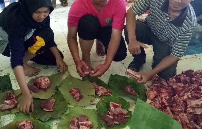 Bungkus Daun Untuk Daging Kurban (26)