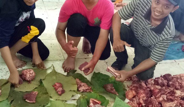 Bungkus Daun Untuk Daging Kurban (27)