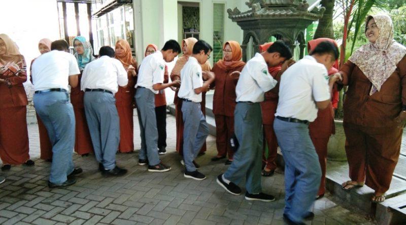 Apel Pagi dan Halal Bihalal ala SMK Krian 1 di Hari Pertama Masuk Sekolah
