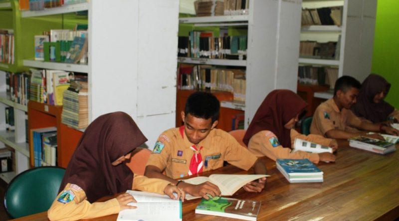 Siswa SMK Krian 1 Gemar Membaca
