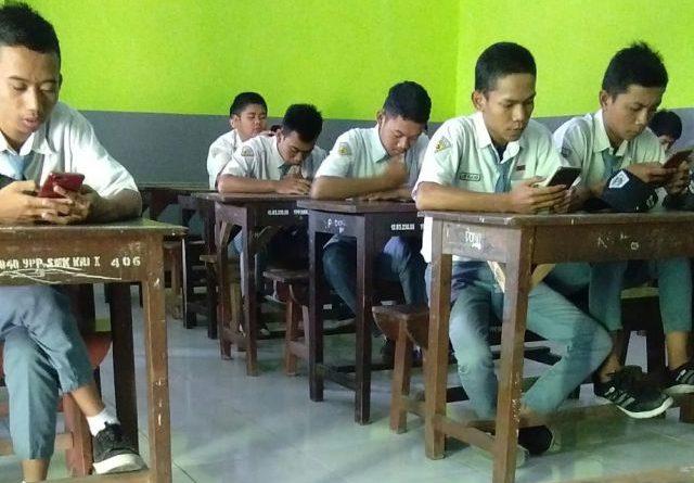 Pelaksanaan UTS menggunakan smartphone